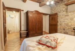 Villa La Ginestra, double bedroom ground floor with ensuite bathroom