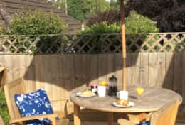 Al fresco dining at Broadgate Lodge