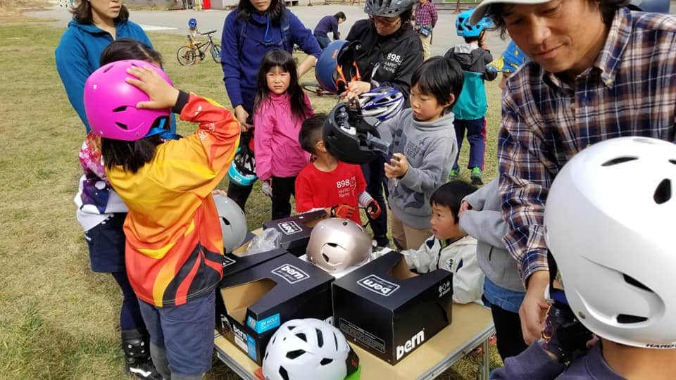 Hakuba kids MTB club getting the Bern helmets we helped organise. Great afternoon of stoke.