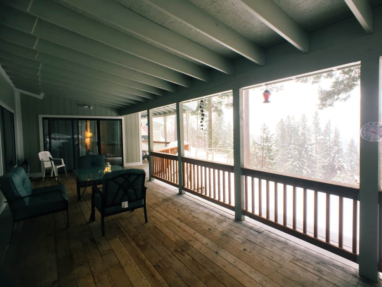 The Lakeview Retreat Winter Deck - Leavenworth, WA (2)