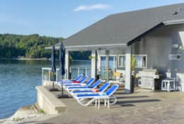 Walls of Glass Hood Canal Vacation Rental: All day sun until sunset