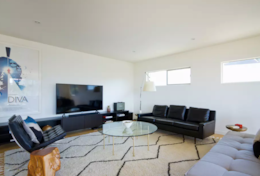 Living room: Satellite/cable, Smart TV