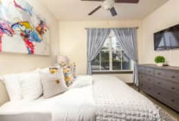 Master Bedroom - King bed - Sleeps 2