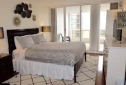 2nd master bedroom suite, balcony access, Roku streaming tv, private bathroom, queen bed