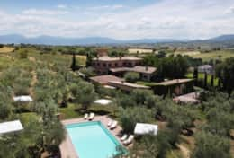 Agriturismo Montefalco wine estate with holiday homes and swimming pool