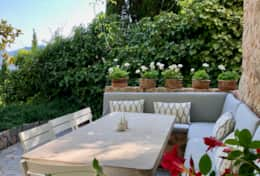 Outdoor dining on the terrace