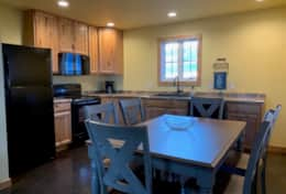 Full Kitchen with seven piece dinging area