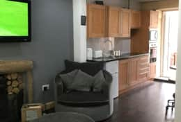 Living/kitchen area