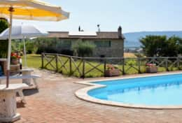 I Gemelli holiday villa with pool near Todi