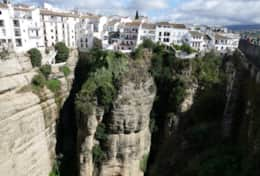 The fascinating city of Ronda only 2,5 hours away from Pinos del Valle makes a perfect day trip.