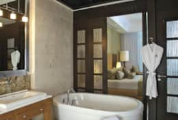 GL 1BR Suite Bathroom