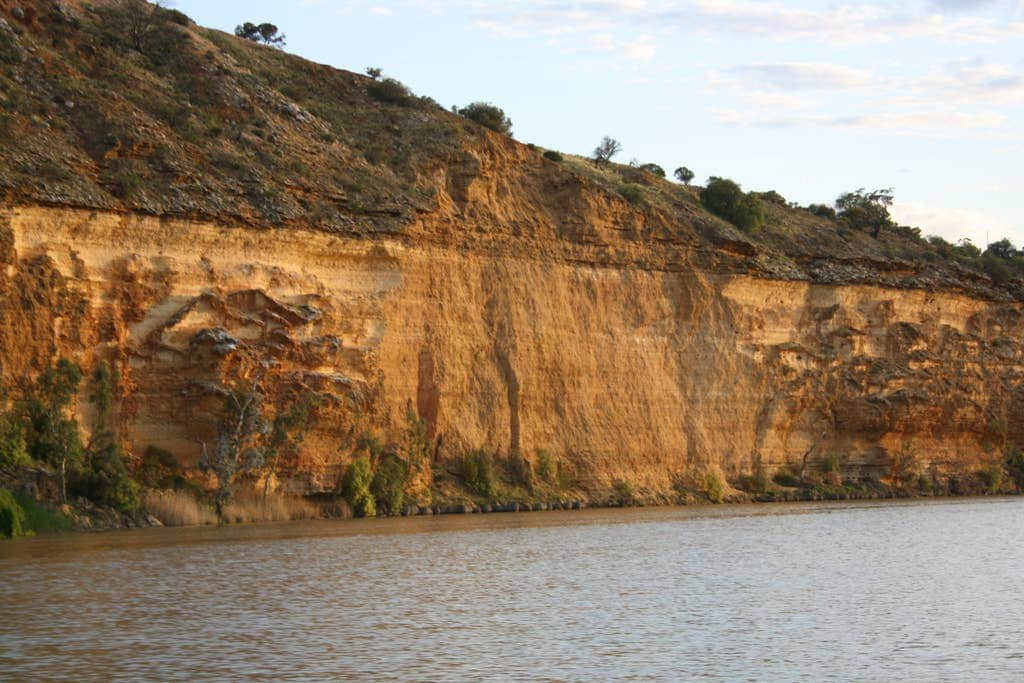 Cliffs at Big Bend Murray River