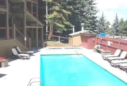 snowcrest pool and hottub