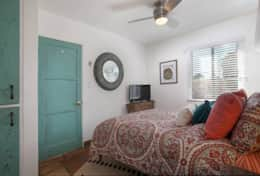 Old Town 1BR Short Drive to Downtown & Beaches 84