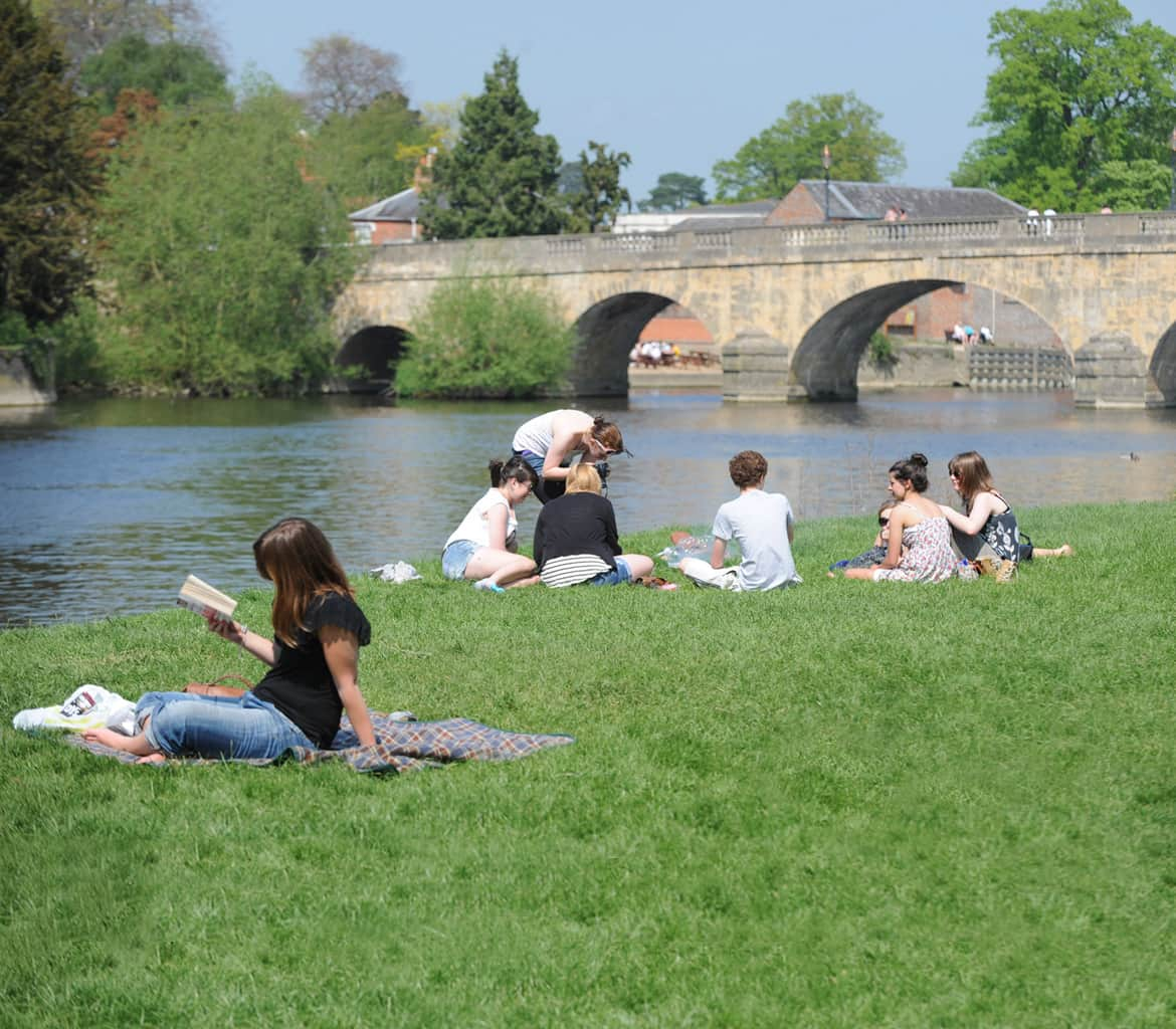 wallingford bridge picnic