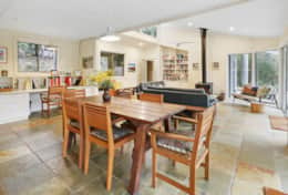 Fresh inviting airy dining - The River House Gipsy Point - Good House Holiday Rentals