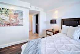 2nd master bedroom, queen bed, Tv, balcony access, bathroom