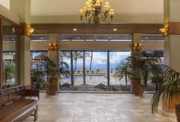 Visit-Maui-Beach-vacation-Mahana-oceanfront-lobby-entrance-414.jpg