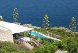 Il Faro - summer house hanging over the sea with a superb pool hollowed out from the rocks - Leuca