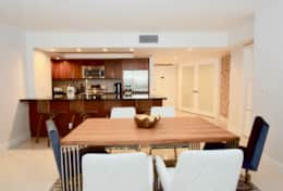 Dining area, seating for 6, seating for 4 at kitchen counter, fully equipped kitchen