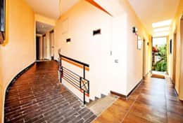 luxury-villa-with-sea-view-and-private-swimming-pool-italy-amalfi-coast-hallway-wheelchair-adapted