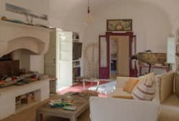 Apoikia - sitting room with fire place - Specchia - Salotto