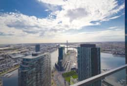 Spectacular Docklands 2 Bedroom Apartment