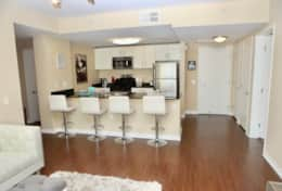 Fully equipped kitchen and bar stools