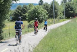 Rent an ebike to discover the many scenic road bikes routes leaving from the chalet