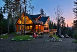 River Rd Lodge is a 4 bedroom log home in Lake Placid for rent