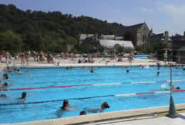 Léhon outdoor heated pool open all year round