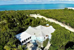 Blue Villa faces Grace Bay beach