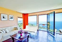 bedroom-1-luxury-villa-in-amalfi-coast-italia-with-seimming-pool-and-sea-view-massa-lubrense