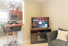 Breakfast Bar & Smart TV