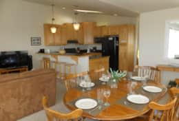 Dining are looking back to kitchen