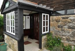 Cabin-Entrance-Holiday-Cottages