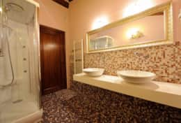 Bathroom---Villa-Fonte---Trasimeno-Lake-(2)